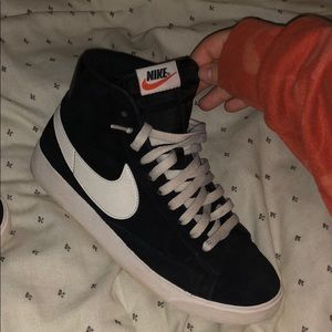 high top black nike blazers